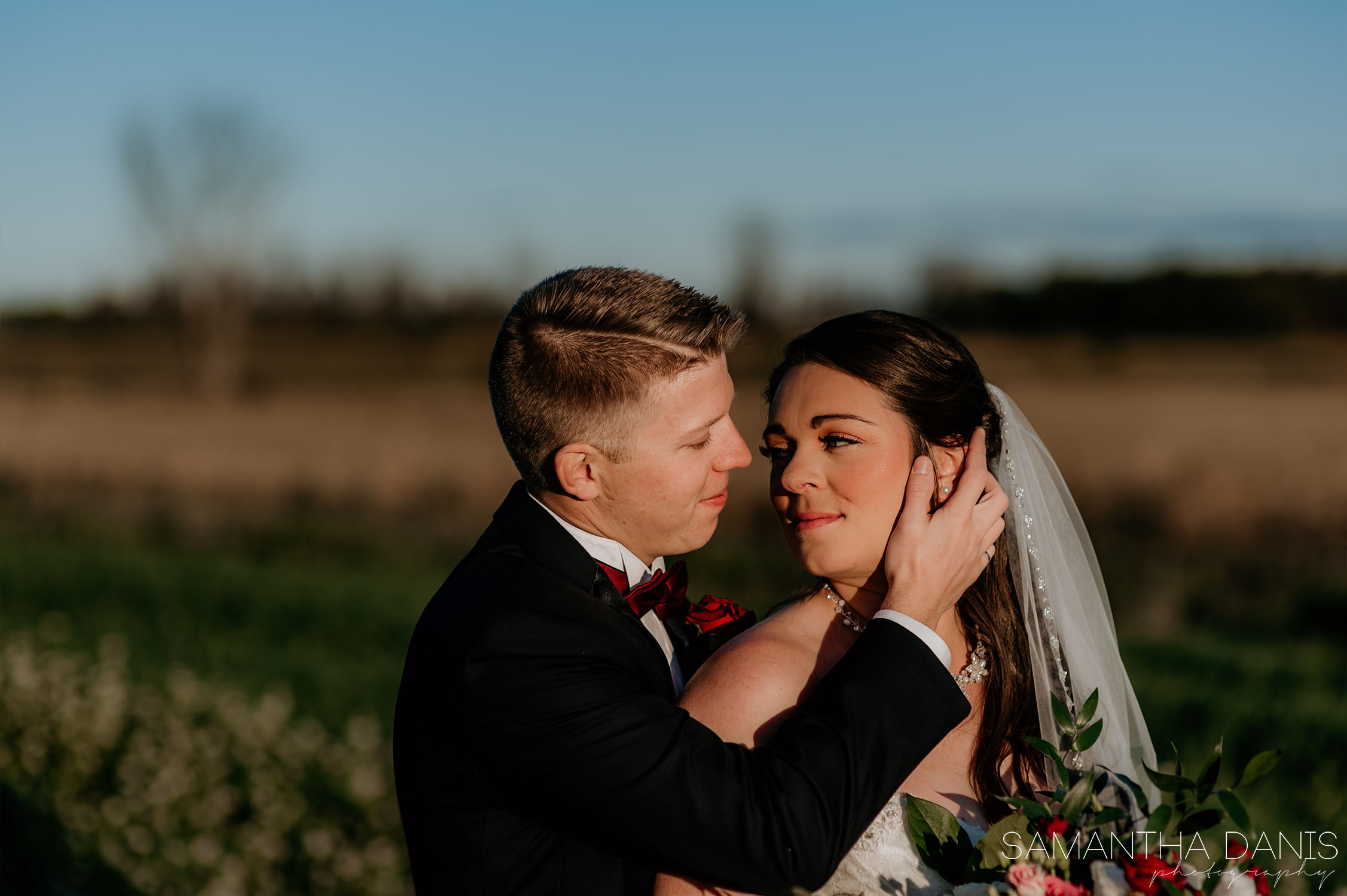 field cuddles at Strathmere Ottawa Wedding venue Samantha Danis Photography
